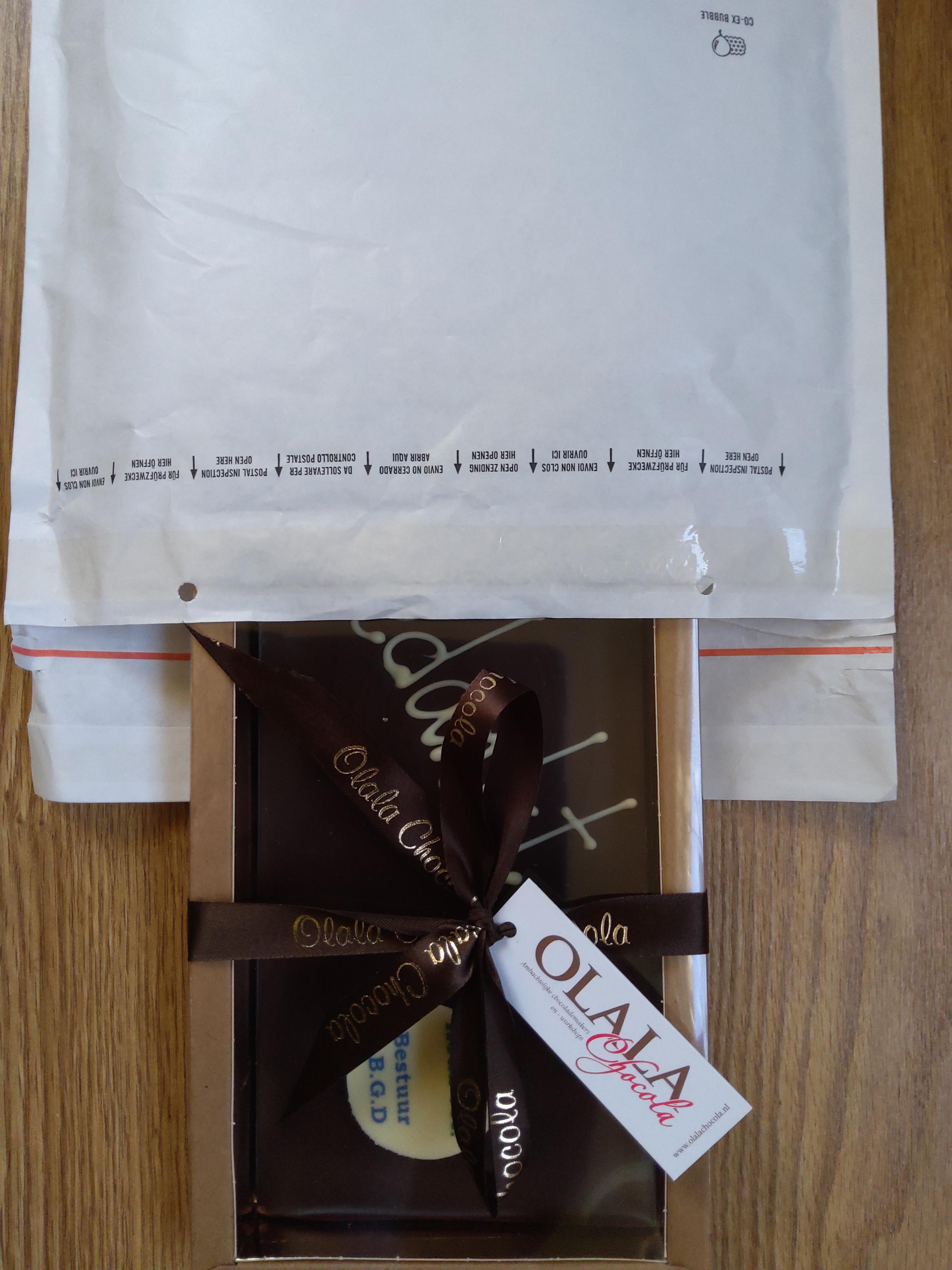 Luchtkussen enveloppen gebruik: Verzending chocolade tablet